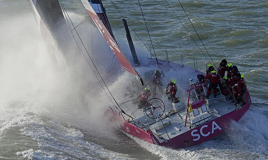 Her ses SCA-kvinderne fra Volvo Ocean Race, som nok ikke har problemer med at finde balancen på vandet. Foto: Arkivfoto