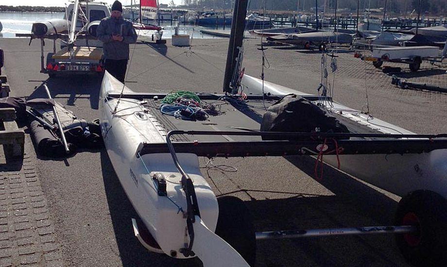 "Kaløvigs to ""nye"" Nacra F18 samles. Foto: Jacob Dannefer"