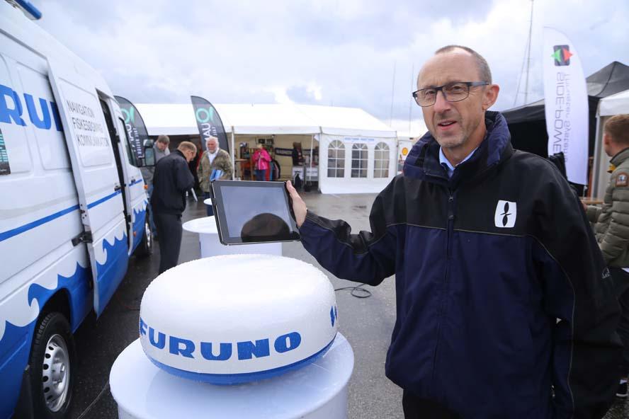 Walther Fenger fra Furuno viser deres WiFi-radar frem på Flydende Bådmesse. Foto: Troels Lykke
