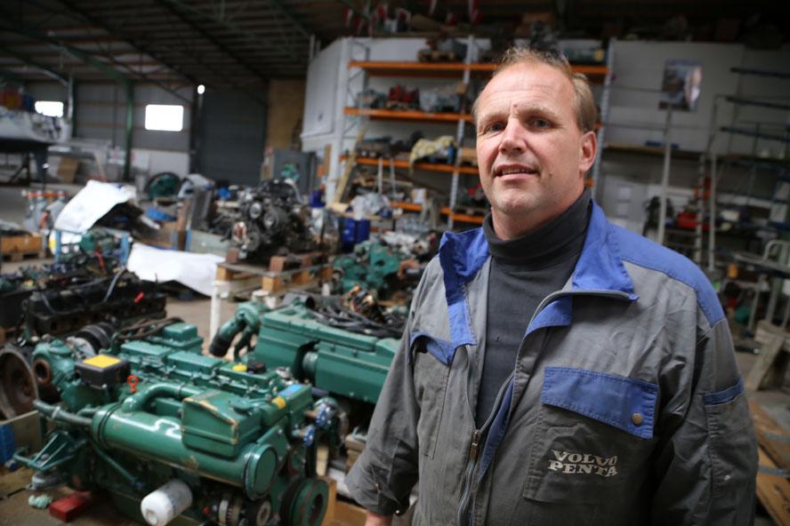 Flemming Søholm fra Søholm Marine er ekspert i at få en gammel motor til at virke igen. Foto: Troels Lykke