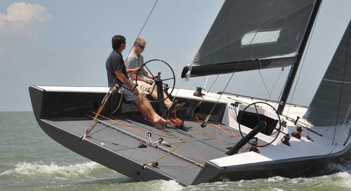Alt på båden er bygget i kulfiber, fra mast til kølfinne