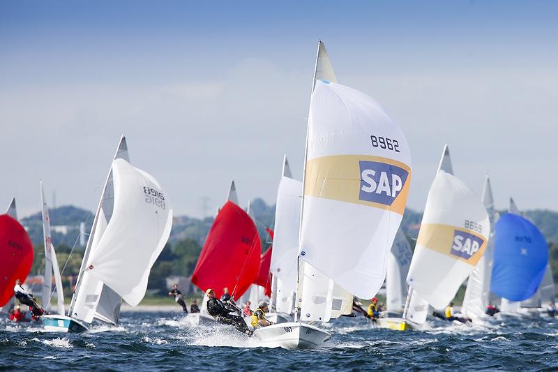 505-sejlere på Aarhus bugten i august 2010. Foto: Mick Anderson, sailingpix.dk
