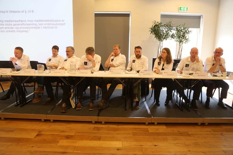 Dansk Sejlunions bestyrelse med generalsekretær Mads Kolte-Olsen, lige før flere medlemmer er på valg, mens andre er på vej ud. Foto: Troels Lykke