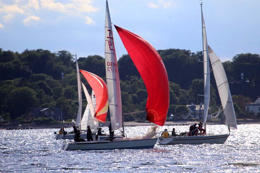 Sejlerne vil kunne følge sine konkurrenter under Sjælland Rundt, hvilket kan være med til at øge spændingen omkring de taktiske beslutninger. Foto: Troels Lykke
