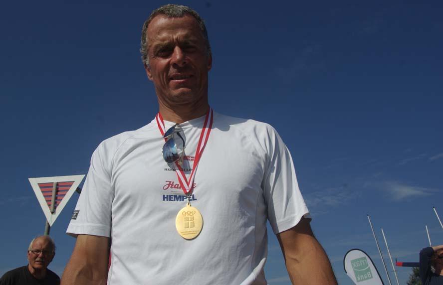 51-årige Stefan Myralf skubbede Jørgen Lindhardtsen, tv., af tronen i OK-klassen ved DM i Bisserup. Foto: Troels Lykke
