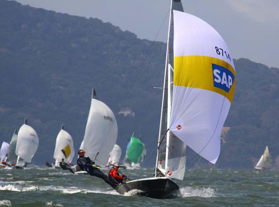 Foto er fra VM i San Francisco 2009, med de efterfølgende vindere i forgrunden, Mike Martin og Jeff Nielsson.