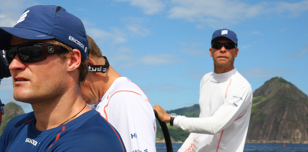 Rasmus Køstner er her under træning i Rio før inport-sejlads. Rorsmanden, den finske 49er-sejler, bar efter vores opfattelse den største skyld i, at Ericsson 3 aldrig kom på podiet i inshore-sejladserne. Foto: Troels Lykke