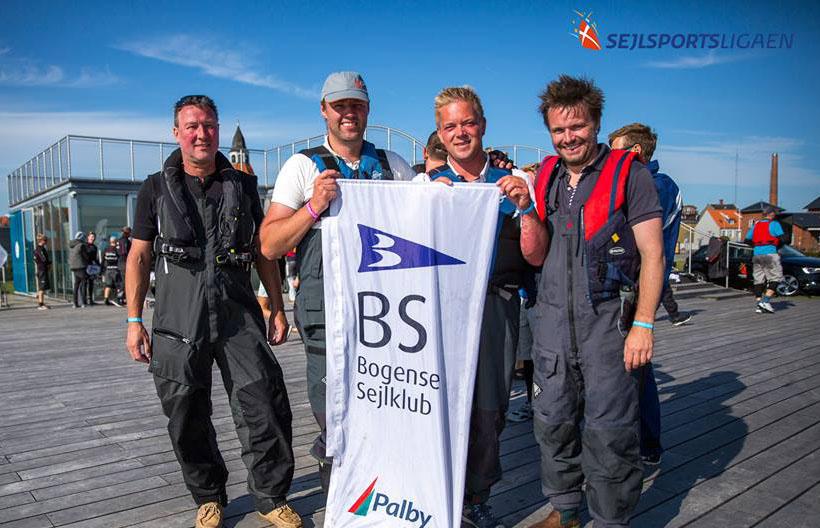 Vinderne fra Bogense Sejlklub. Fra venstre: Morten Leth-Jessen, Leon Nyborg, Ulrik Meyer og Mads Brønserup. Foto: Dansk Sejlunion