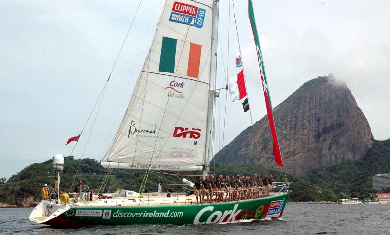 Den irske båd Cork ud for Sugar Loaf Mountain, Rio de Janeiro i 2009/2010. Foto: Zoe Williamson