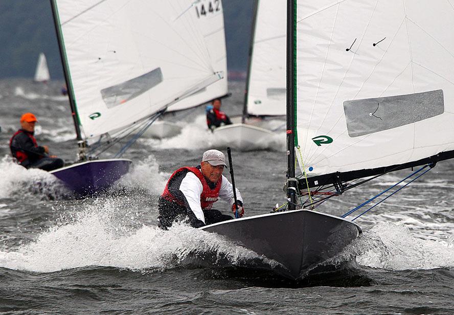 Det blæste virkelig meget. Her ses Jørgen Svendsen i front med Günter Arndt fra Solrød Strand lige efter. Foto: Christian Gossmann
