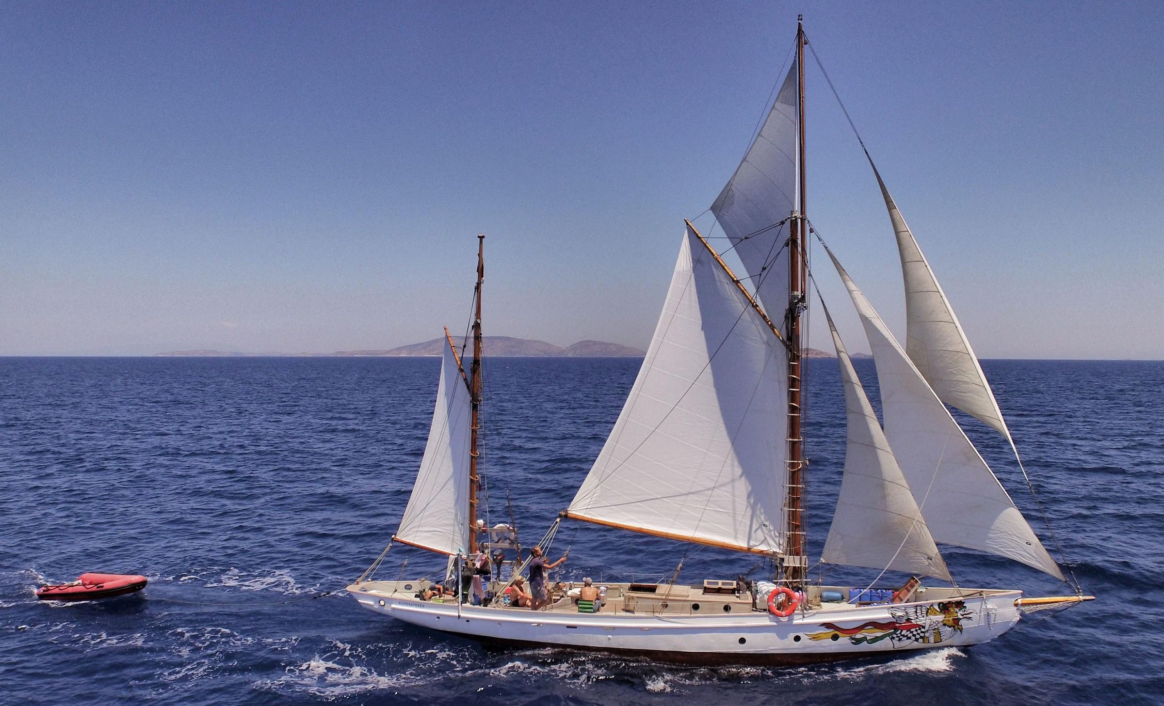 Troels Kløvedal får sin livsdrøm om at sejle i Odysseus' kølvand. Det tager tre måneder med Nordkaperen. Foto: Finn Hageman/TV 2