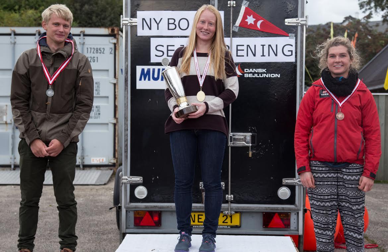 DM-stævnets top-3. Fra venstre ses Christian Rindom, Anna Livbjerg og Anna Munch. Foto: Nyborg Sejlforening