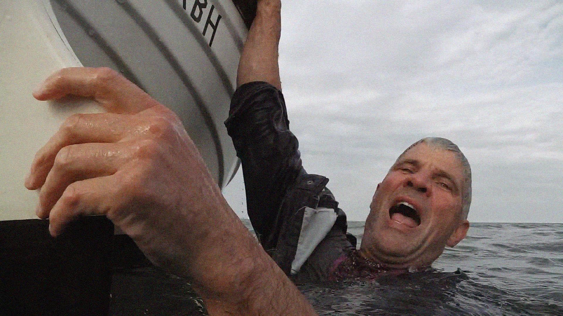 Hvert år dør der mennesker, der falder over bord og ikke kan komme op i båden igen