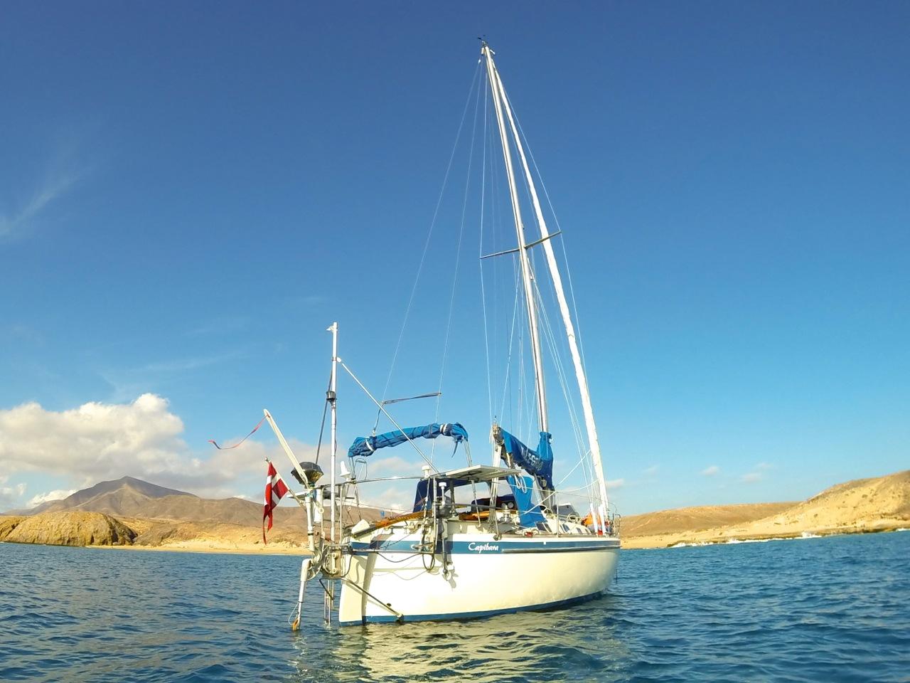 Signe og Henrik sejler i denne 30 fods båd. Foto: Signe Storr