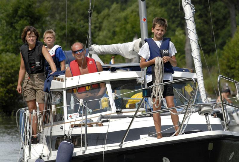 Mange sejlere deltager i de forskellige kultur- og aktivitetstilbud langs Göta kanal.