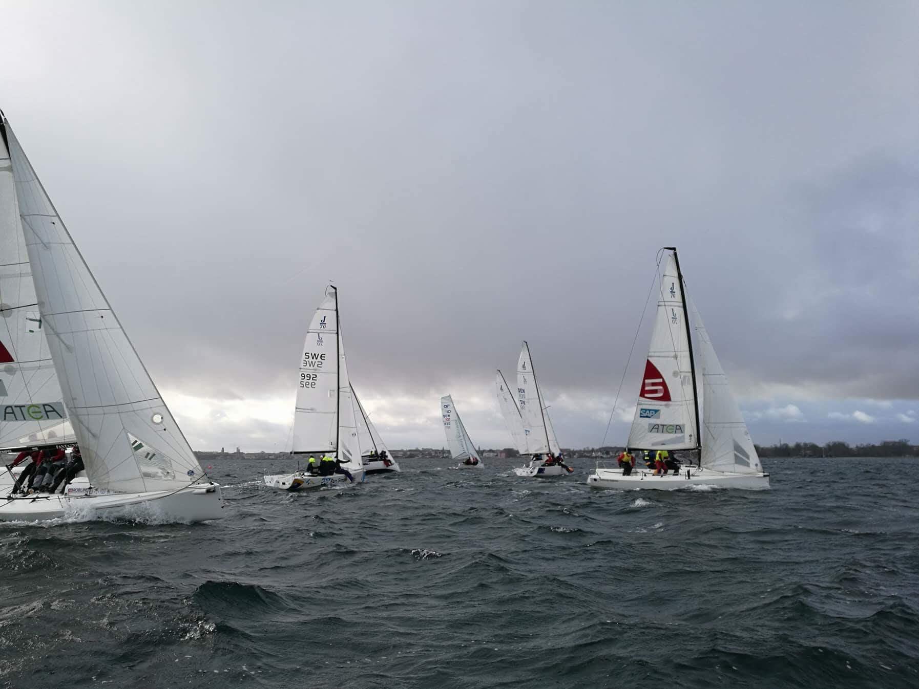 Besætninger fra sejlsportsligaen samt svenskere deltog også i træningen. Foto: Sejlsportsligaen.