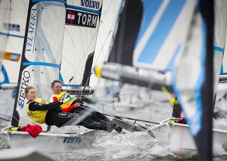 Ida og Marie nørder meget med tekniske manøvre, men Peter Hansen mener allerede at de er som de skal være. Foto: Mick Anderson/Sailingpix