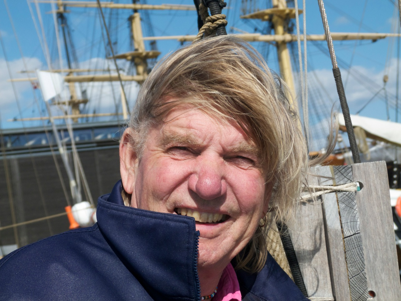 """Troels Kløvedal om bord på """"Nordkaperen"""". I næste uge sejler den kendte skib ind i Det sydfynske Øhav for at producere tv fra Danmarks Museum for Lystsejlads i Troense. Foto: Søren Stidsholt Nielsen."""