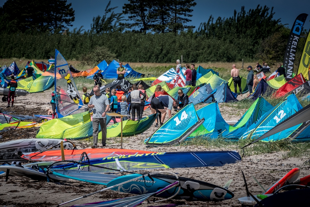Der vil være mulighed for at blive introduceret til windsurfing. Foto: Lyn-X Open.