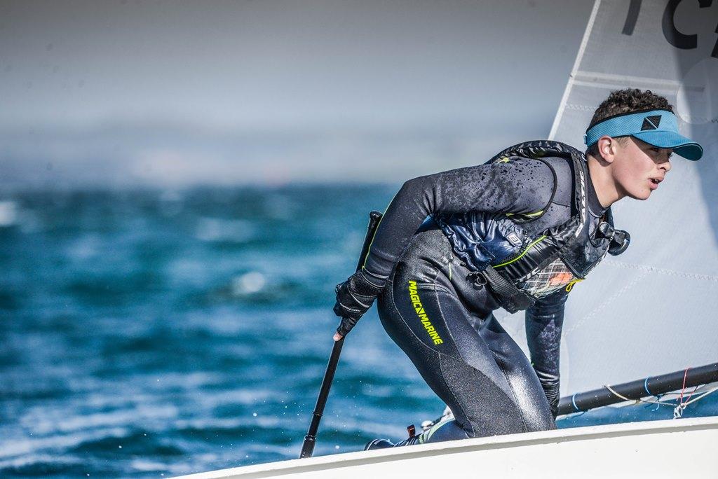 Sebastian Poulsen sejler for Egå Sejlklub men bor i Herning. Han deltog i NM i 2017 i Estland. Foto: Nikolaj Klindt Schwaner.