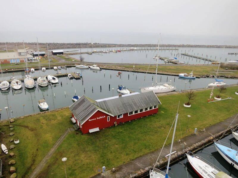 Rønne Sejlklub på Bornholm ses foroven.