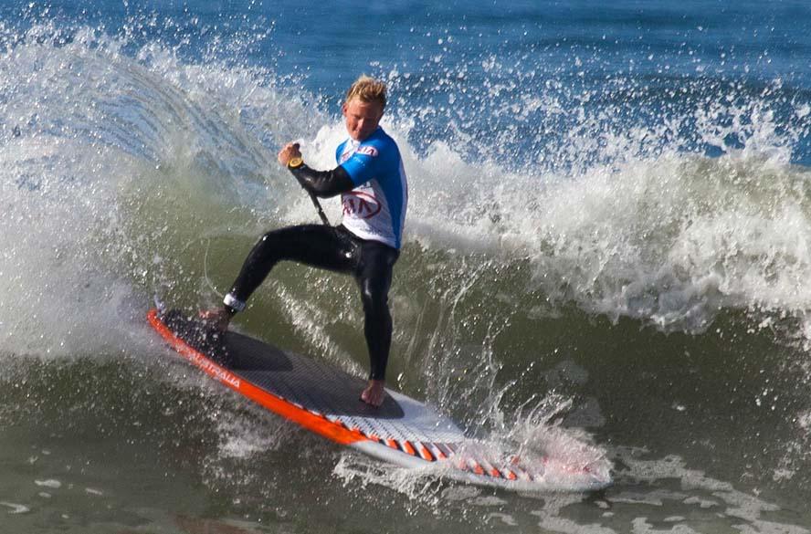 Sebastian Kornum i Vesterhavets bølger ud for Klitmøller. Han blev knebent nummer to i en konkurrence mod verdens bedste surfere. Foto: Phil Schreyer/Cold Hawaii