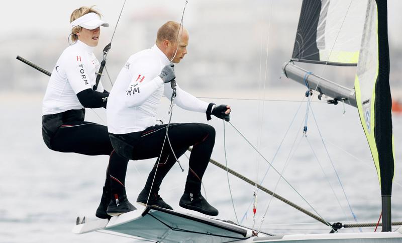 Simon Karstoft og Søren Hansen gør det godt. Sidstnævnte kommer med kæmpe erfaring. Foto: Mick Anderson for Dansk Sejlunion