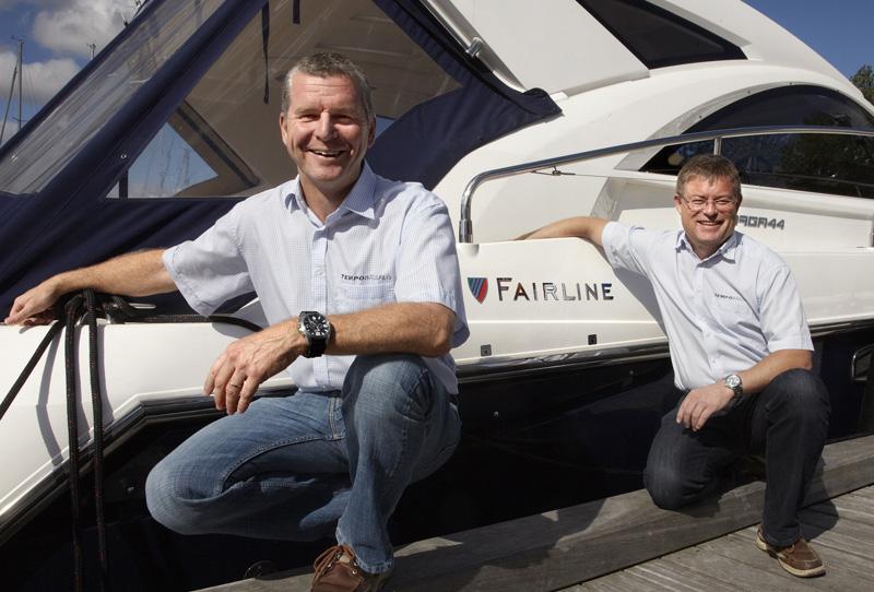 Stewart Moeliker-Twigg (tv.) og Henrik Jørgensen solgte på blot én uge to Fairline Squadron motoryachts.