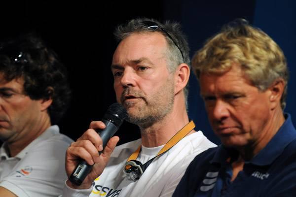 Stig Westergaard (i midten) og Jens Bojsen-Møller giver nu gode råd til Sejlunionens elitechef. Det kan minbaad.dk kun bifalde. Foto: Troels Lykke
