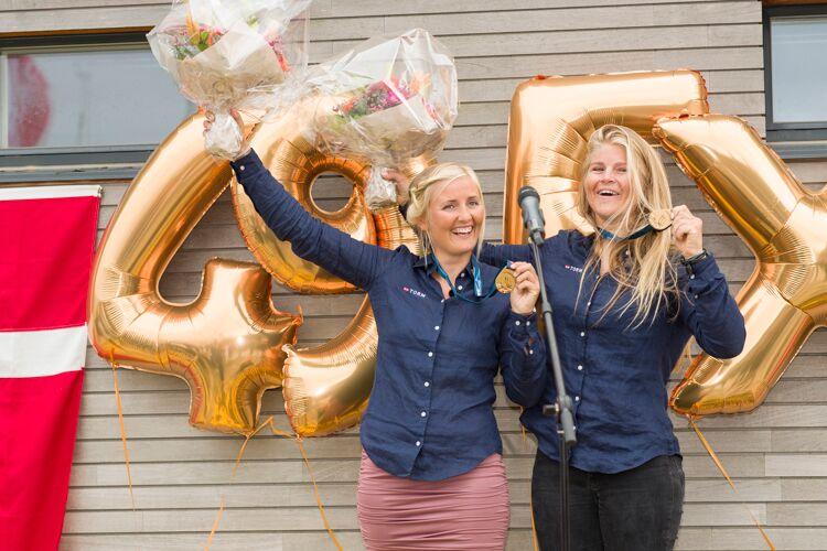 Jena og Katja fejres her i Hellerup efter deres VM-titel. Foto: Mogens Hansen