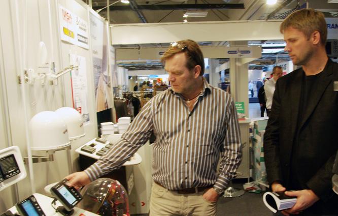 Bjarne Carlsen, tv., fra Palby Marine rammede det hele ind i Politiken lørdag, hvor han sagde at alt andet end besøgstallene var gået godt i Bella Center. Foto: Troels Lykke