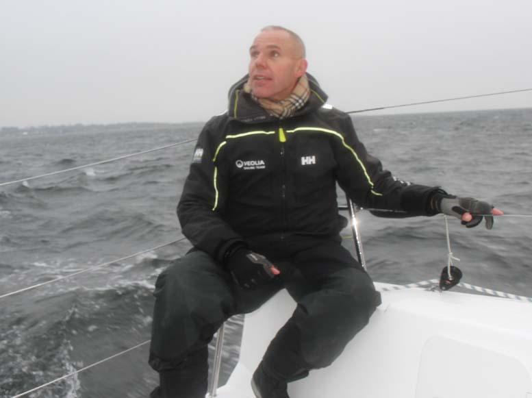 Hans Viggaard er stærkt imod ny afgift, der vil resulterer i mindre arbejde til den danske bådbranche. Her er han på en Xp 33 forleden. Foto: Troels Lykke