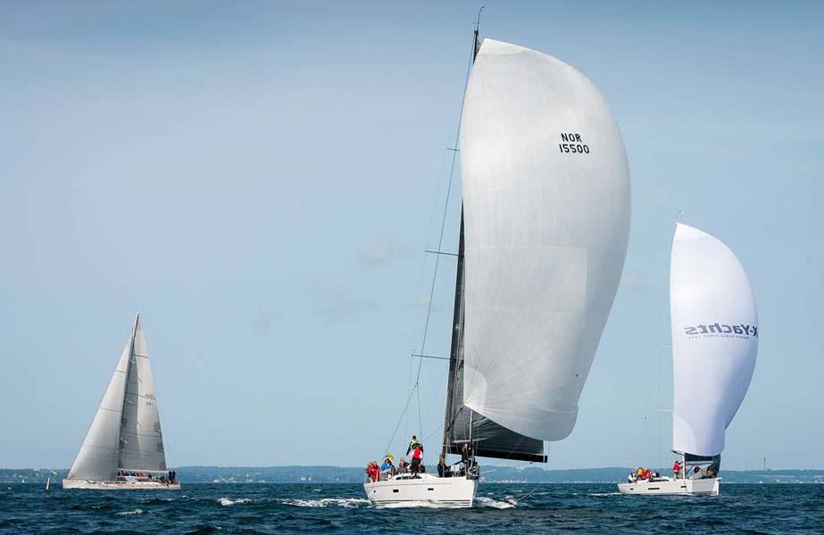 De store både sejler her mod Barsebäck. Foto: Mick Anderson/Sailingpix.dk