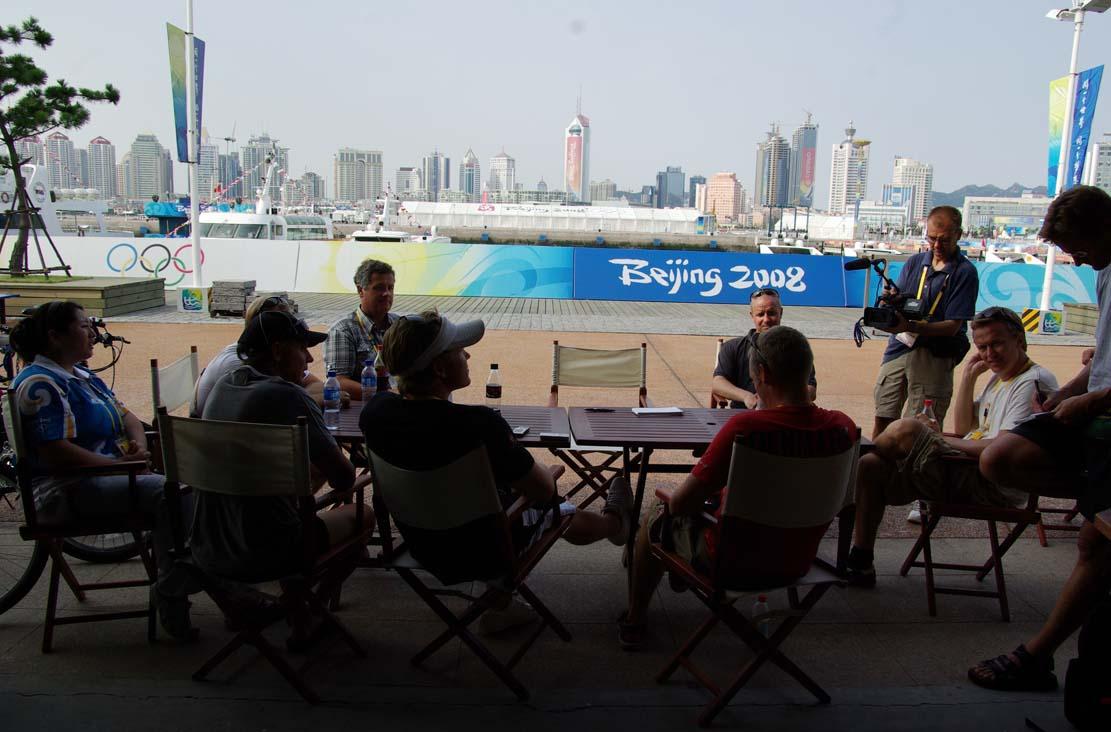 Michael Staal sidder længst væk, lige før OL startede. Det er Jonas Høgh-Christensens pressemøde. Foto: Troels Lykke