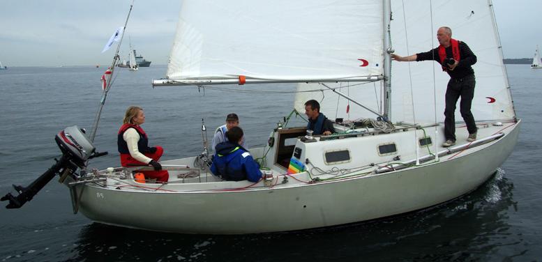 Da starten gik for 74 både i 2008 under Sjælland Rundt fra Helsingør, var vinden let, men vestenvinden kom få timer efter, så sejlerne krydsede mod Sjællands Odde. Foto: Troels Lykke