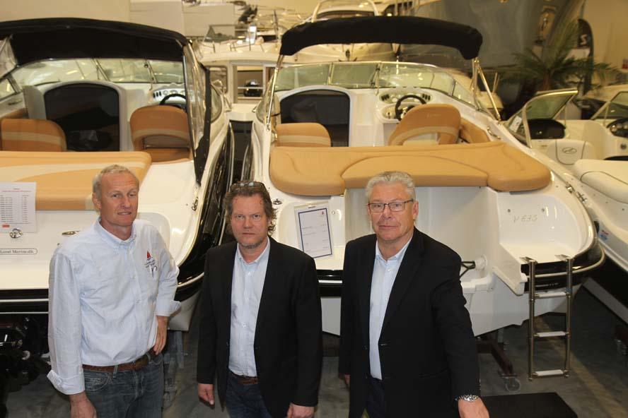 Henrik Lund, Michael Floor og bestyrelsesformand Jens Meyer foran nye motorbåde hos Floor og Lund Marine i Risskov i marts 2014. Foto: Troels Lykke