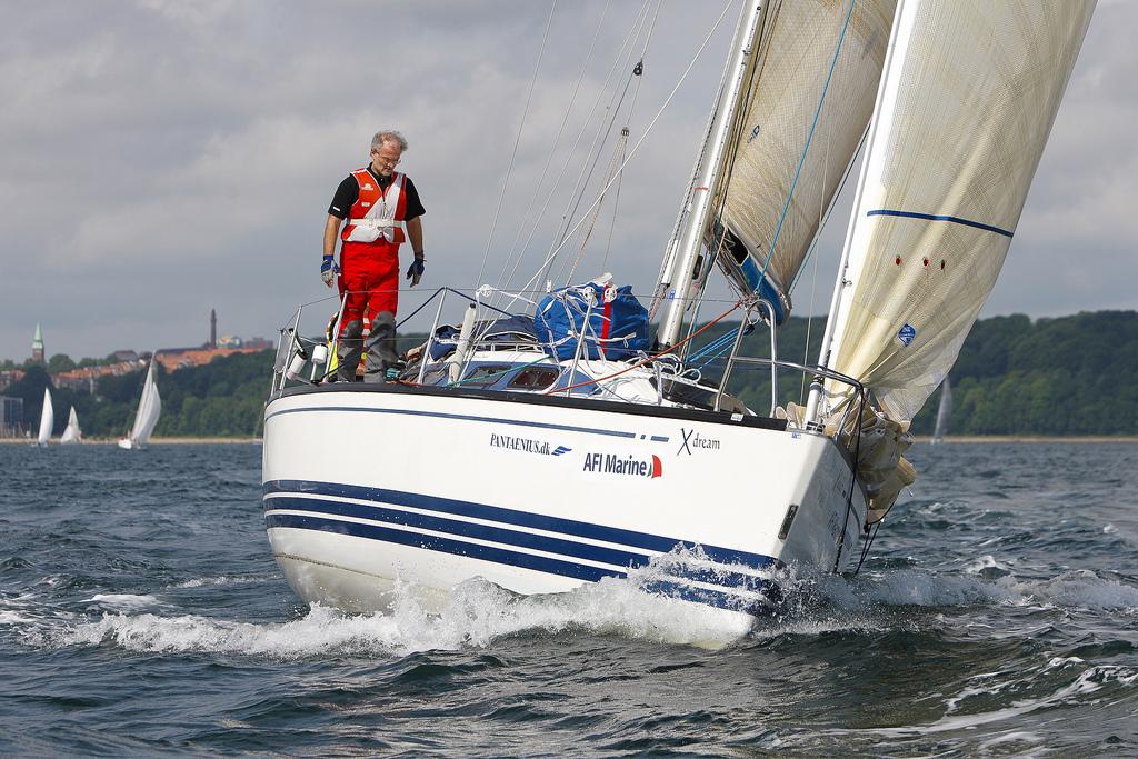 Dan Ibsen på fordækket på x-362 Sport efter start i Aarhus. Foto: Mick Anderson/sailingpix