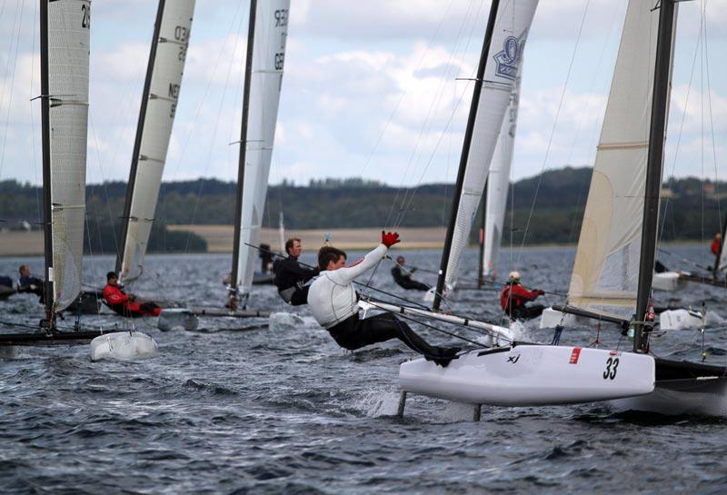 Fredagens hårde luft medføret brækkede master og flængede sejl. Foto Kristoffer West/sailing-aarhus.dk