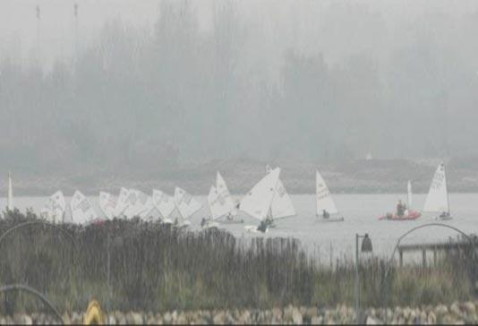 Tågen lå tæt over Limfjorden til vintertræning i Aalborg Sejlklub. Foto: Niels Østergaard