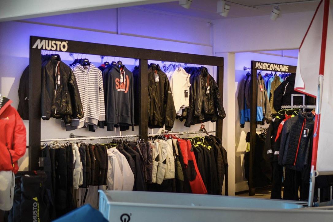 Der er tilbud på både nye og gamle varer i Aarhus Sea Shop. Foto: Aarhus Sea Shop