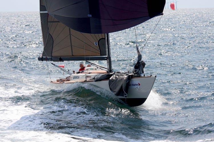 """Per Risvang og Lars Christensen i Molich 10 meteren """"Trines Tvangsarv"""" i høj fart og perfekt balance på spilerskæring. Foto: AFI Marine Two Star Race"""