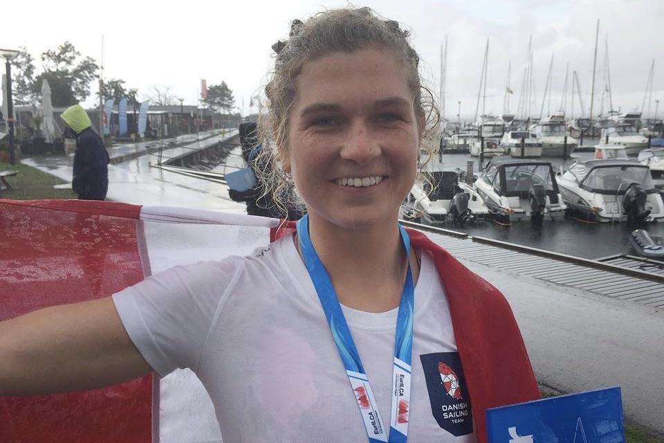 En glad Anna Munch sejlede sig til en flot sølvmedalje i Sverige. Foto: Sejlerlandsholdet
