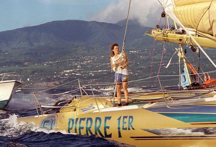 Florence Arthaud, vinder af Route du Rhum i 1990 klarede turen i det kolde hav ved Korsika. Foto: AFP/routedurhum-labanquepostale.com