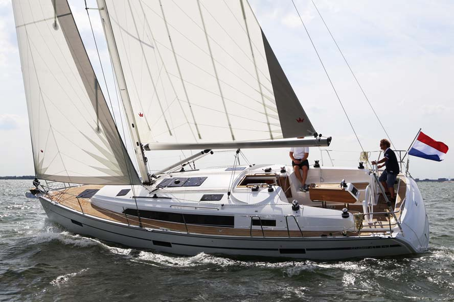 Den nye Bavaria 37 har verdenspremiere i Dragør på fredag. Her testes fornylig i Holland. Foto: Troels Lykke