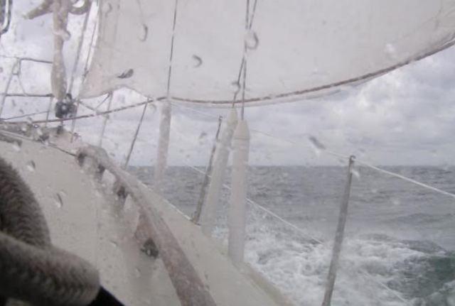 Hård dag på Vesterhavet med vand på dækket. Foto: Bernt Kruse