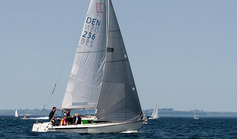 X79 er i hård konkurrence med de nye sportsbåde. Foto: Henrik Jessen