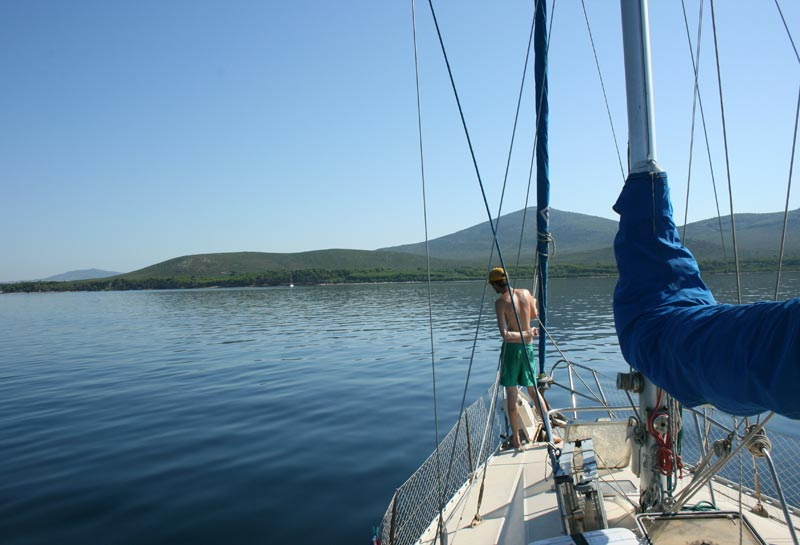 Middelhavets blå himmel og varme vand venter den ivrige tursejler. Foto: Mikkel Skovbo