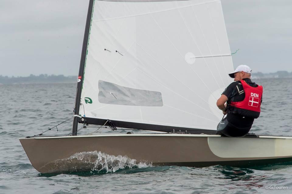 Bo Petersen sejler i den danske Strandberg-jolle og med danske Green Sails.