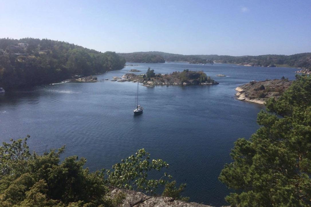 Omkranset af svenske skove og flotte klippeformationer findes et utal af hyggelige ankerpladser. Foto: Bo Larsen