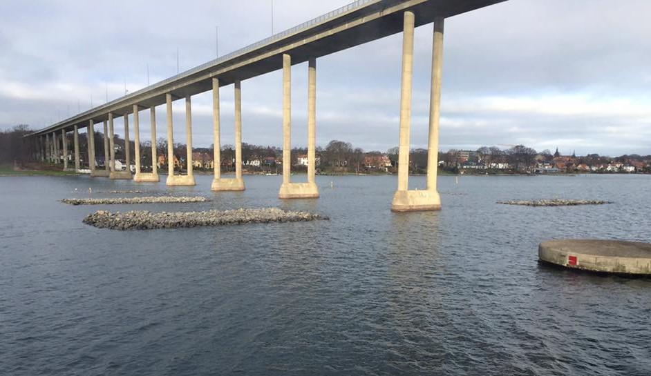 Nye afviserøer ved Svendborgsundbroen er kommet efter at Ærøfærgen sejlede på broen i oktober 2015. Foto: Louise Haldbo Balslev/Riggerne